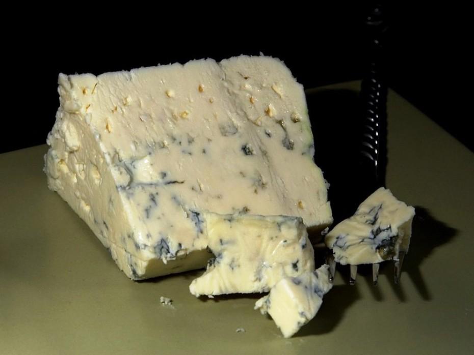Exquisito queso azul danés 4 Santos del mercado de Almería