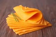 Delicioso queso Cheddar originario de Inglaterra del mercado de Almería
